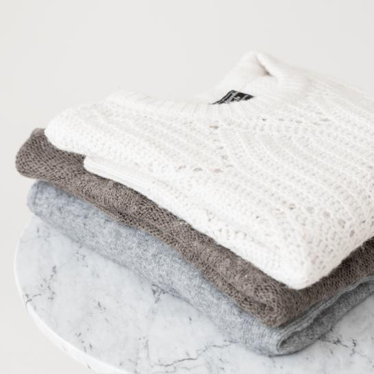 겨울 옷을 관리하는 것은 쉬운 일이 아닙니다. 여기 스웨터와 코트를 걱정 없이 관리하는 방법에 대한 간단한 지침이 있습니다!